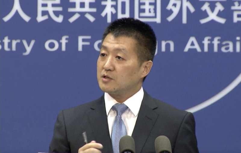 中國外交部發言人陸慷12日對南海仲裁案發表談話(美聯社)