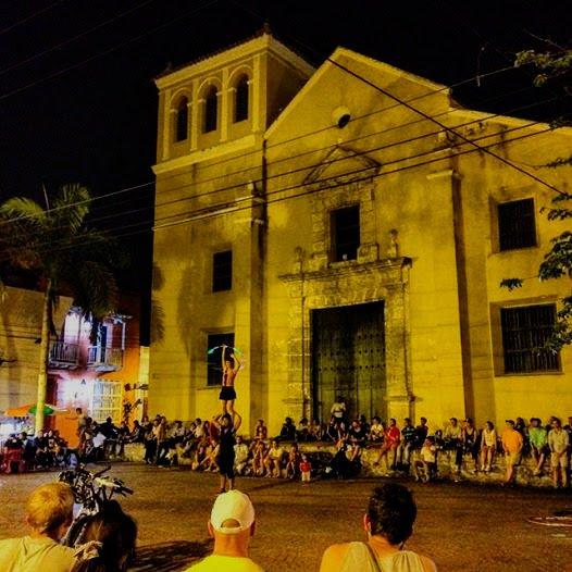 廣場表演來到哥倫比亞。(世界公民島雜誌提供)