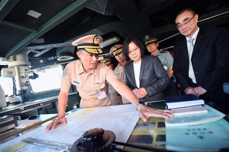 2016-07-13-蔡英文視導海軍迪化艦-總統府提供