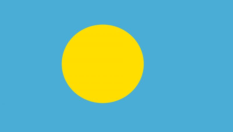 帛琉國旗,中間的黃色為與農作收成相關的月亮,藍色則象徵與人民生活密不可分的海洋。(圖/Clker-Free-Vector-Images@pixabay)