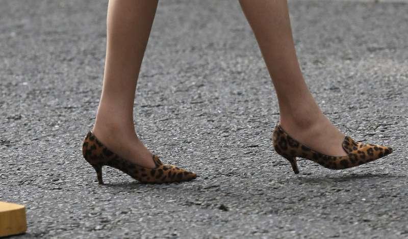 英國新任首相梅伊(Theresa May)著名的豹紋高跟鞋(美聯社)