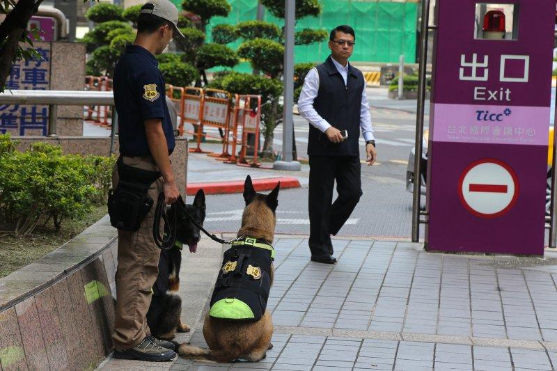 民進黨全國黨員代表大會,防爆犬出動(陳明仁攝)
