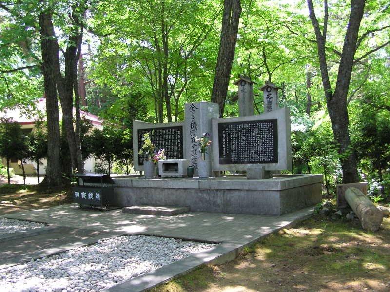 慰靈之森的現場仍有空難事件的紀念碑,藉以弔慰亡靈。(圖/ghostmap.net)