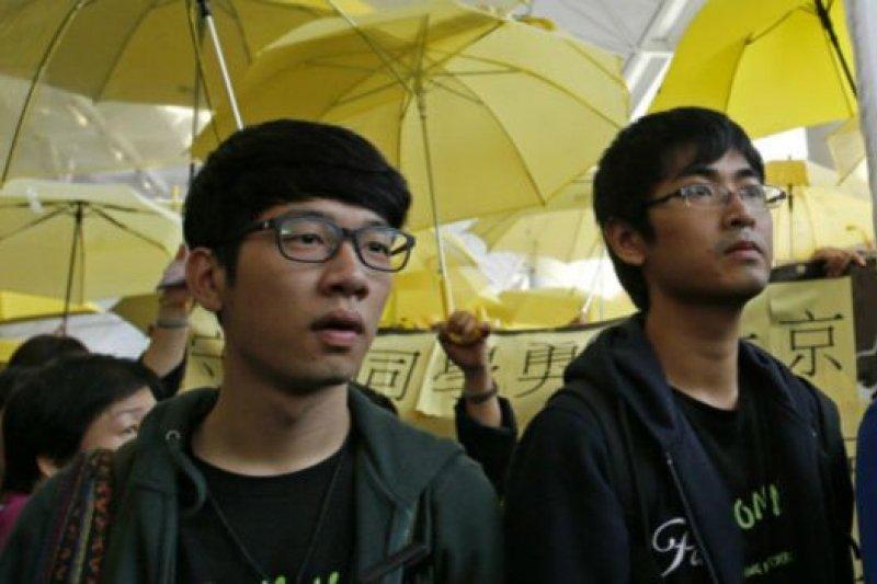 羅冠聰(左)、周永康(右)分別遭判煽動與非法集會罪。(圖/美聯社)