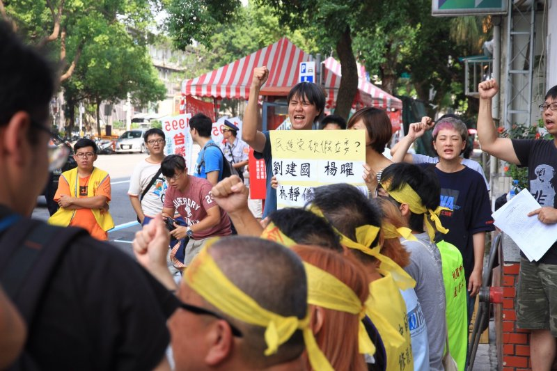 20160721抗議勞基法修法一例一休,工運、工鬥團體21日在立法院外抗議。(曾原信攝)