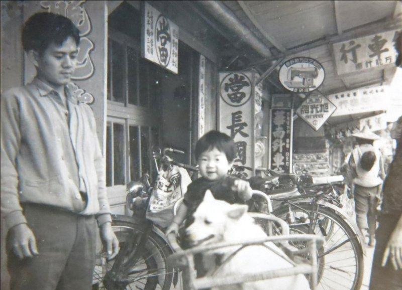 旗山太平商場大溝頂50年代照片。(作者提供)