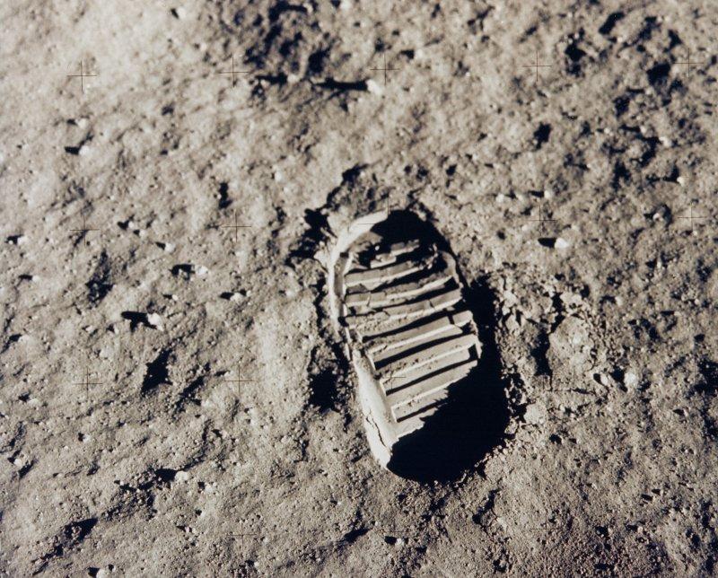 阿姆斯壯踏下的這個腳印,深深烙印在許多人的記憶裡。(圖/NASA's Marshall Space Flight Center@flickr)