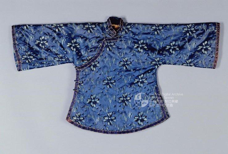 曾經是女子法定禮服的大襟短衫(圖/旅讀中國提供)