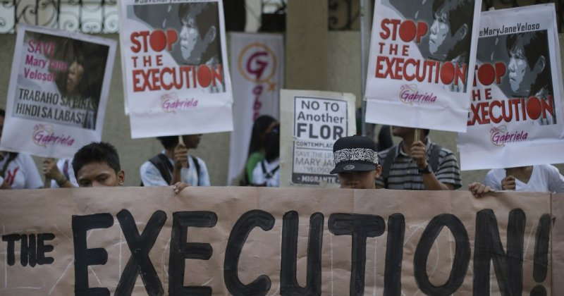 印尼人權組織抗議政府將一口氣處決14名毒販。(美聯社)