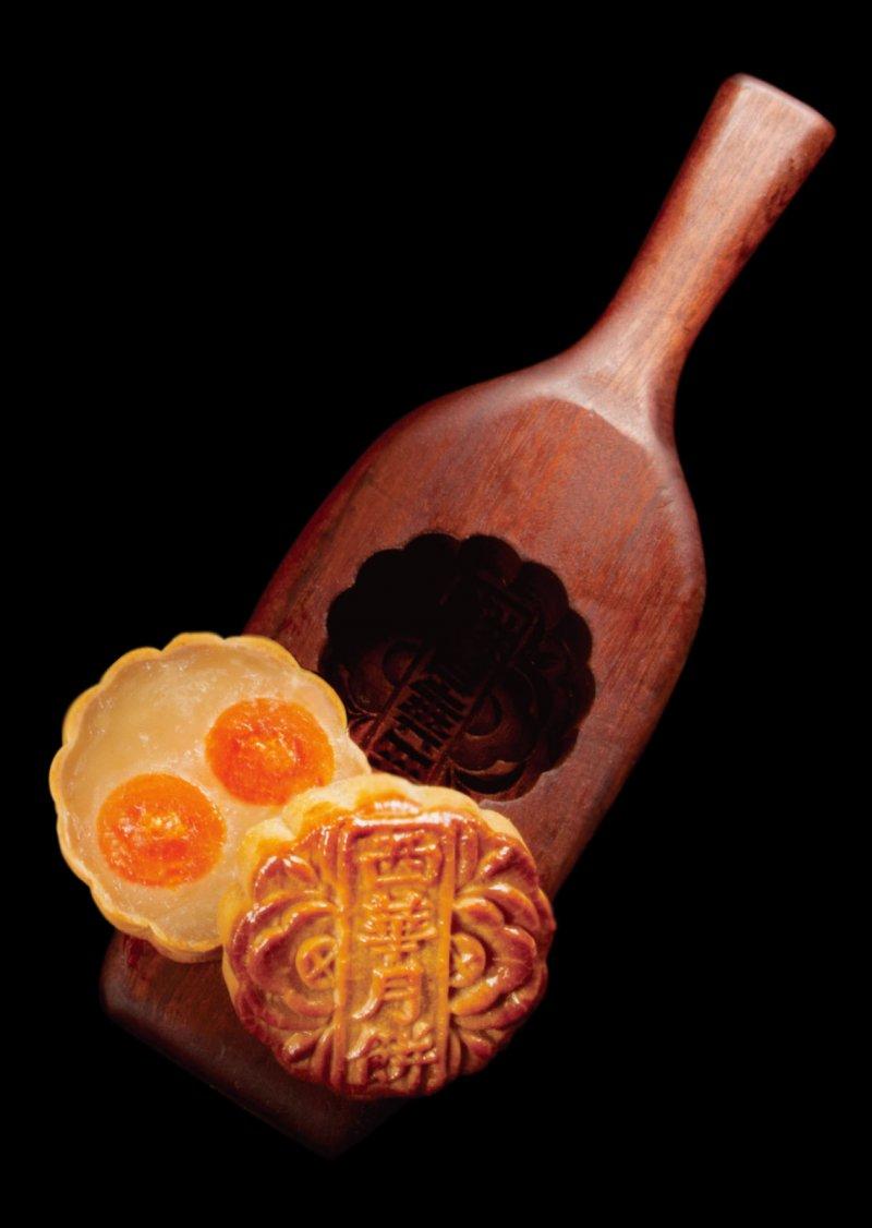 廣式月餅特點乃漿皮,「回油」的特性產生消融舌尖之絕佳口感。(圖/台北萬豪酒店提供)