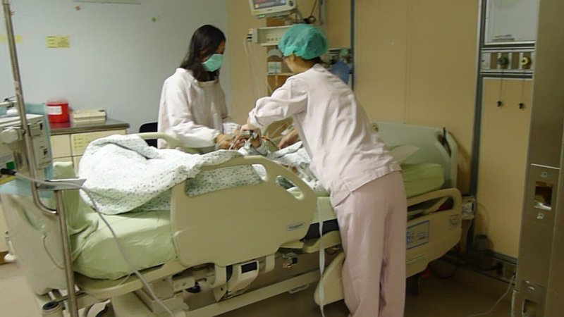 加護病房、醫生、醫師、護理。(取自衛生福利部台中醫院網站)