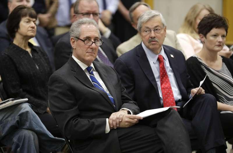 美國首席貿易談判代表佛洛曼(Michael Froman,左)(美聯社)