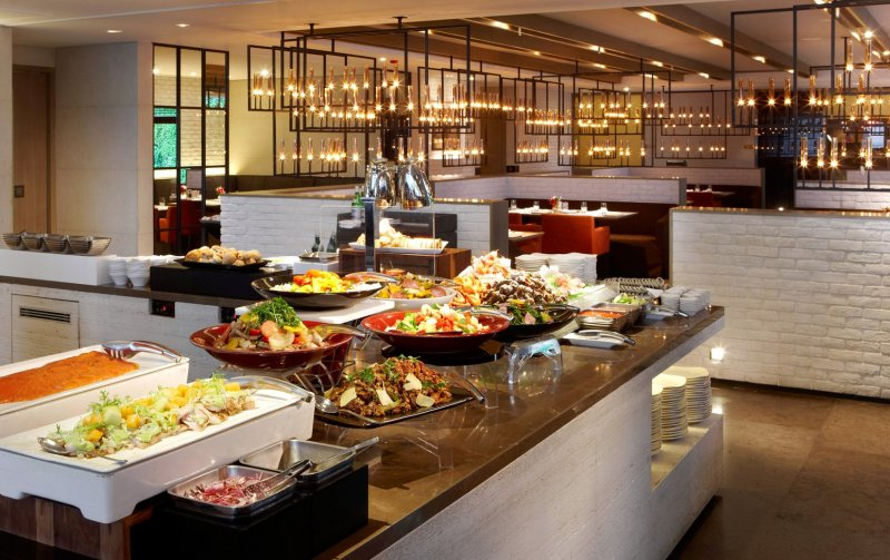 La Farfalla義式餐廳蘊含著一股內斂的雅致氣息,襯托出父親深具質感的用餐品味。(圖/寒舍艾麗酒店提供)