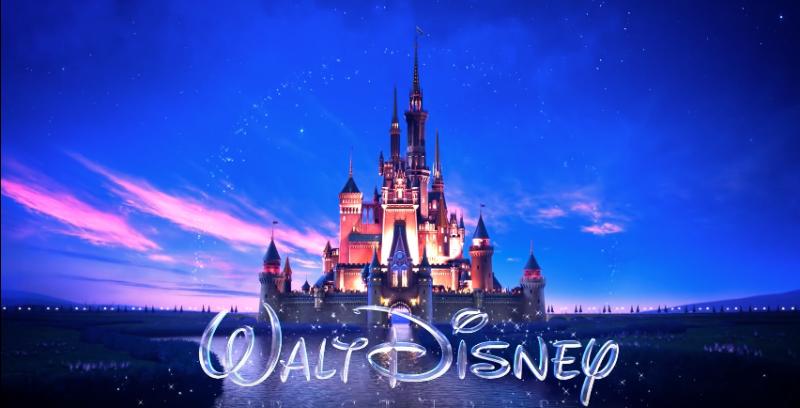 影片開頭用觀眾最熟悉的迪士尼城堡做開場。(圖/Lindsay McCutcheon@youtube)
