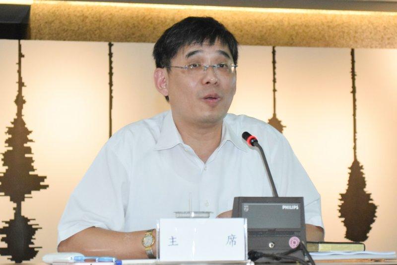 經濟部能源局主秘李君禮2日擔任電業法修正草案公聽會主席。(陳伯聖攝)