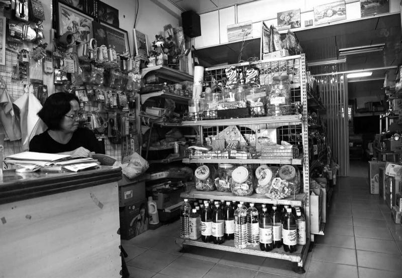 吳振泰商號是社子島歷史最悠久的雜貨店。(攝影/陳弘岱,遠足出版提供)