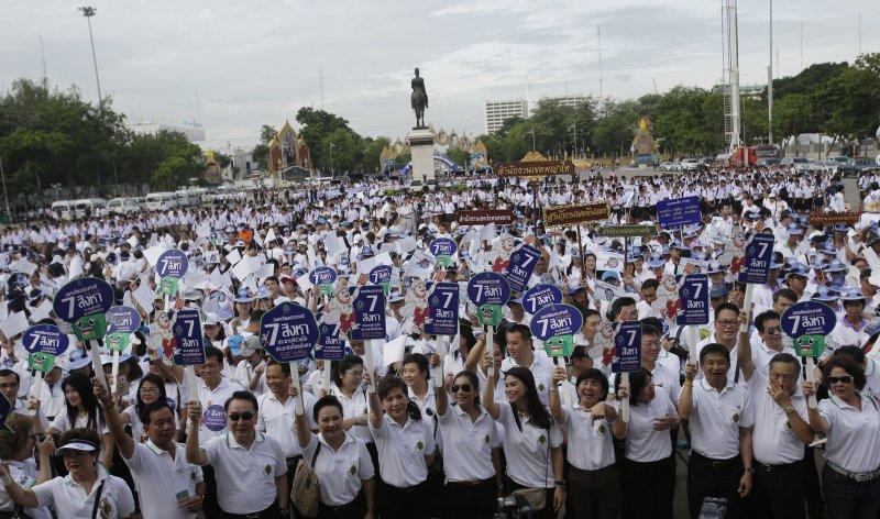 泰國新憲公投引發各界反對,鎮壓之下人民仍勇敢聚集示威。(美聯社)