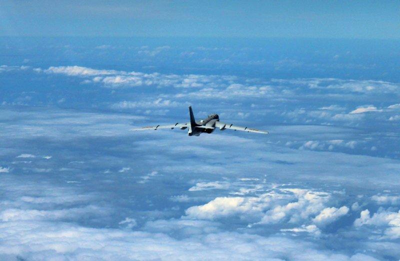 中國人民解放軍空軍轟-6K飛機在南海空域巡航(AP)