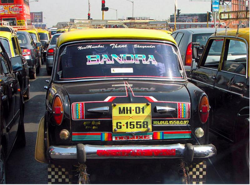 孟買的計程車,車身五顏六色(圖截取自想想論壇)