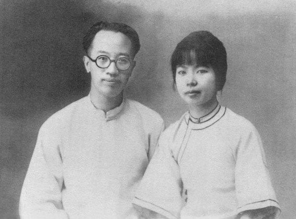 梁實秋(左)