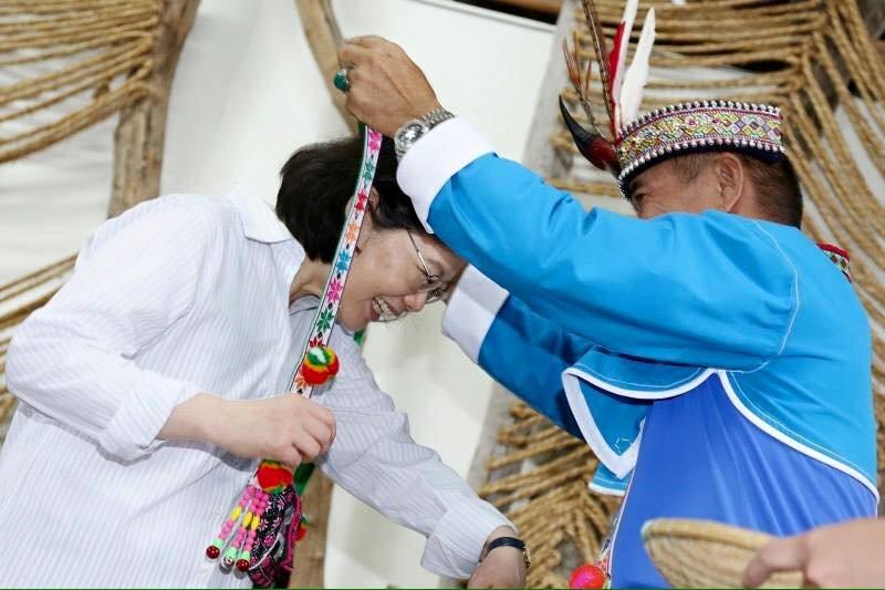 20160811-總統蔡英文前往台東東河鄉都蘭部落,與阿美族原住民對談。(取自蔡英文臉書)