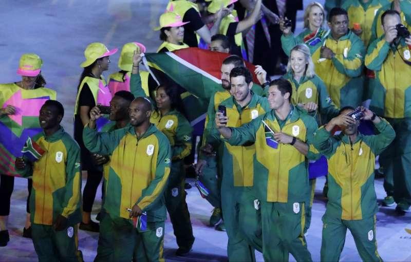 參與巴西里約奧運的南非代表隊包括各色人種,但在52年前實行種族隔離制度時,只有白人才能參加奧運。(美聯社)