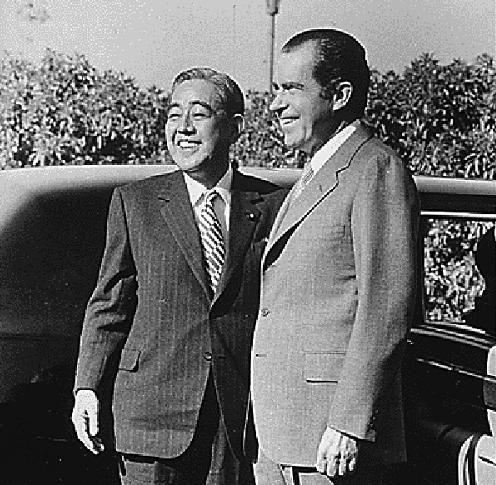 左藤榮作與尼克森。(維基百科)