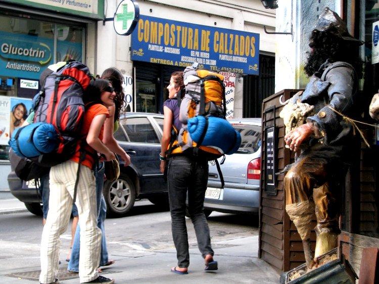 觀光客旅外最常遇到的便是語言不通的問題。(圖取自flickr)