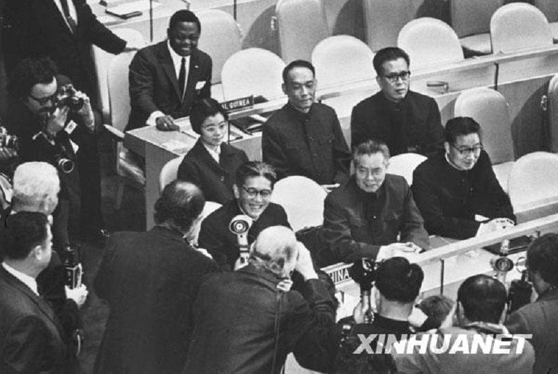 1971年,中華人民共和國取代中華民國,取得聯合國席次代表權。(新華網)
