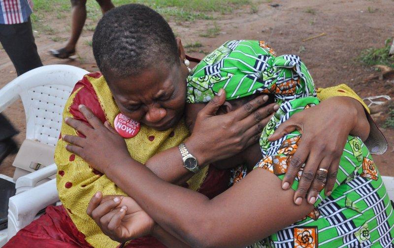 雅庫布的母親非常悲痛,但也表示見到女兒還活著,又重燃希望。(美聯社)