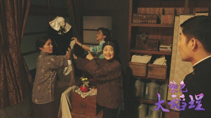 當時西方藝術在台灣不普遍,逸安的家人聽聞是維納斯「女神」,因此幫他穿衣服、用供品參拜。(圖/紫色大稻埕@facebook)