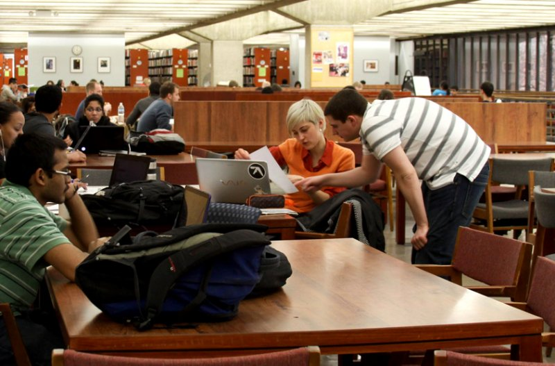 在伊利諾大學芝加哥分校的一年,學習專業知識、接觸不同文化與價值觀,讓張渝江有了截然不同的視野和體悟。(圖/擷取自UIC網站)