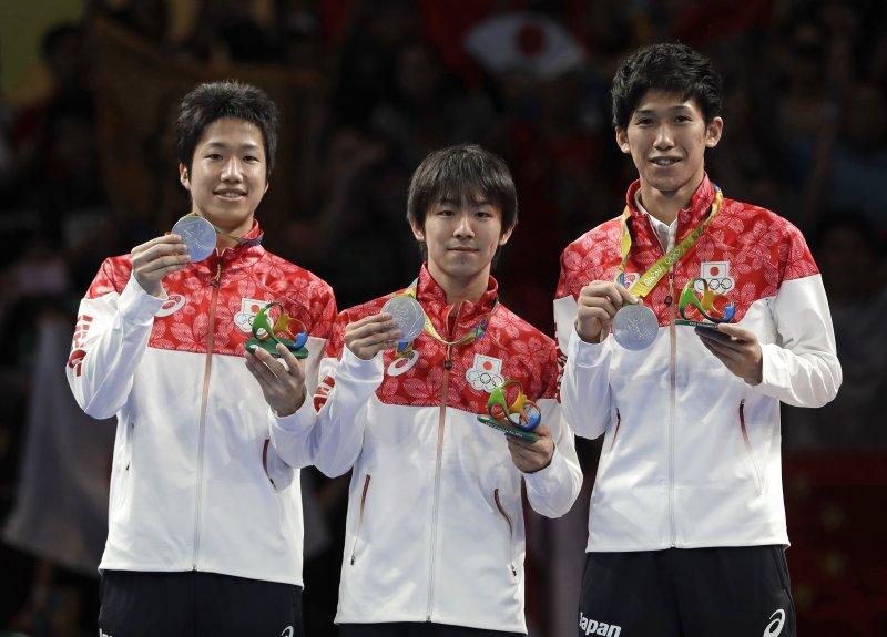 日本桌球男團首次打入決賽奪得銀牌。(美聯社)