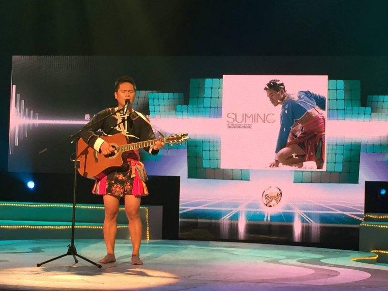 第 22 屆金曲獎中的舒米恩,透過音樂,他要讓更多人看見部落的美。(圖/Suming舒米恩@Facebook)
