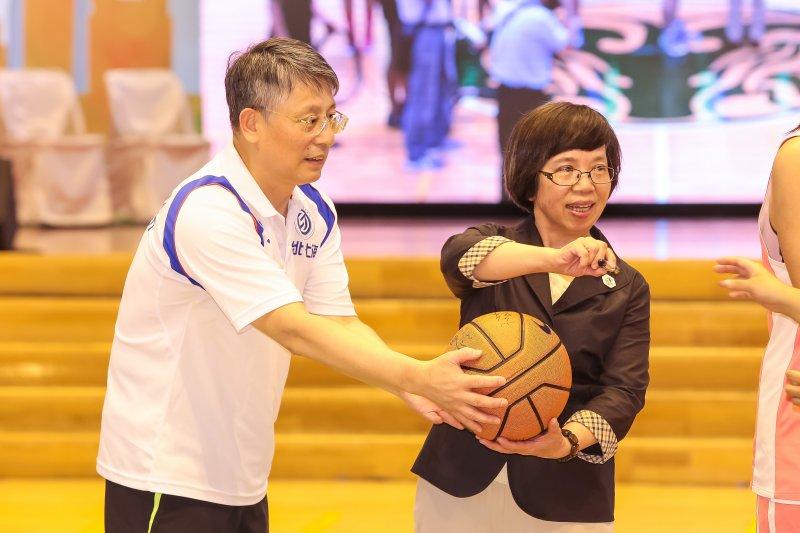 北市府秘書長兼世大運執行長蘇麗瓊、上海市委常委兼統戰部長沙海林22日於陽明高中出席台北上海學生體育節開幕式。(顏麟宇攝)