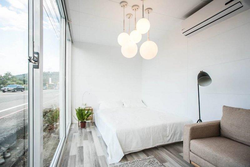 內部多用白色傢俱裝潢。(圖/易可居@facebook)