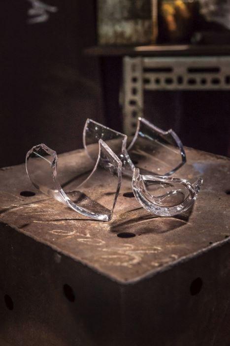 台灣的傳統玻璃工作變少了,窯爐不如過去盛況。