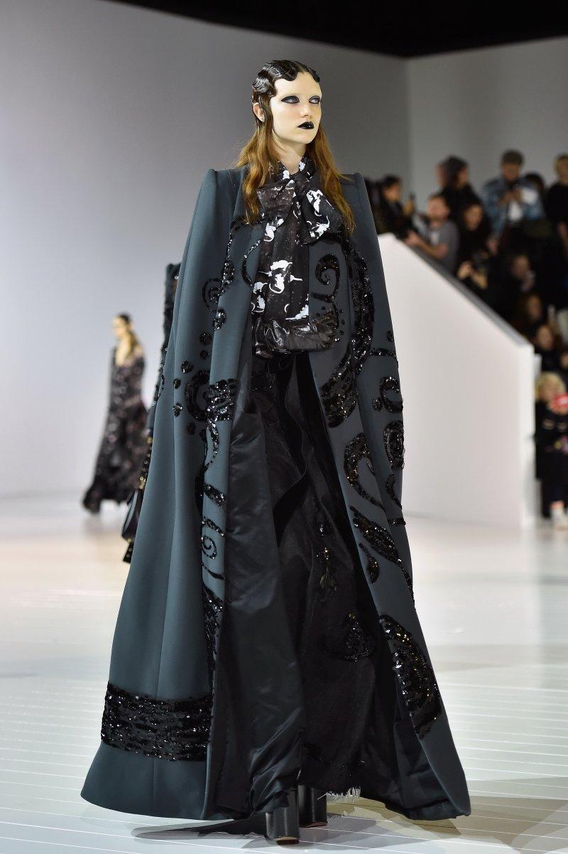 2016 Marc Jacobs 秋冬系列將過去的設計元素以新穎的姿態詮釋,呼應品牌對於高級時裝的奢華及工藝的追求。(圖/Marc Jacobs提供)