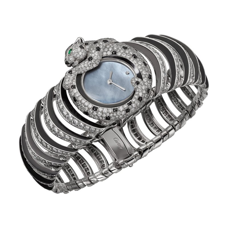 Tiny Panthère 美洲豹高級珠寶錶,巧妙運用各種材質與品牌工藝,打造出嶄新的高級珠寶錶。(圖/Cartier提供)