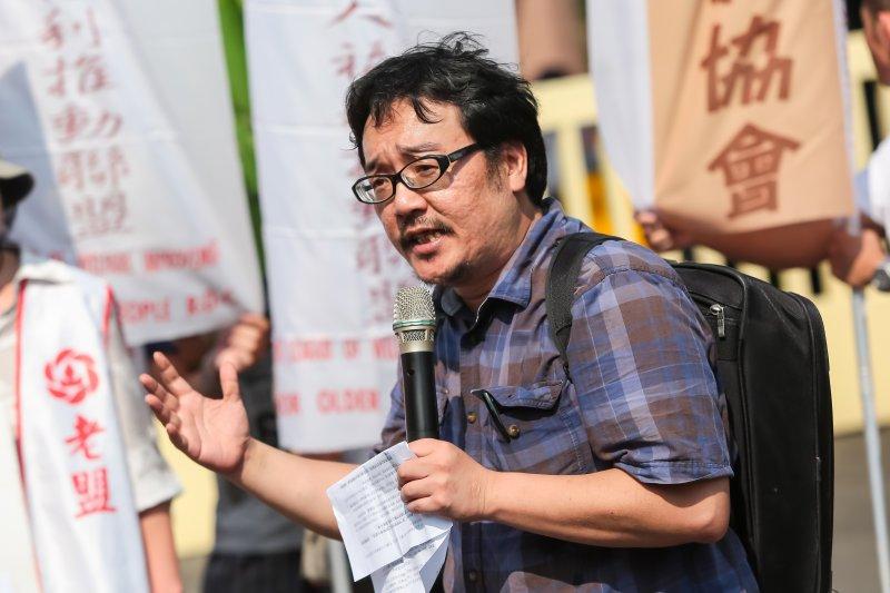 台灣社會住宅推動聯盟召集人彭揚凱25日出席「住宅法髮夾彎!抗議行政院退步修法,打壓弱勢居住權益」記者會。(顏麟宇攝)