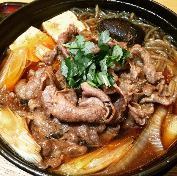 關東風的壽喜燒,因為有「割り下」醬汁的關係,煮法比較接近火鍋的方式。(圖/yukina08ss@instagram)