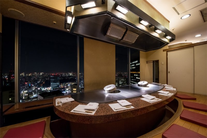 在 Misono 用餐除了可以享用美味的餐點外,更可以俯瞰日本美麗的夜景,同時滿足視覺與味覺感官。(圖片來源:Misono官網)