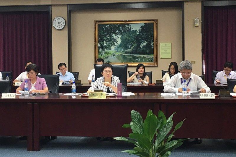 財政部舉辦國有土地清理與管理制度公聽會,卻拒絕媒體入場。(尹俞歡攝)