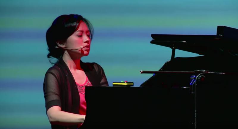 被國際譽為「能在鋼琴上駕輕就熟,隨心所欲的音樂家」黃凱盈(圖/TEDxTaipei@youtube)