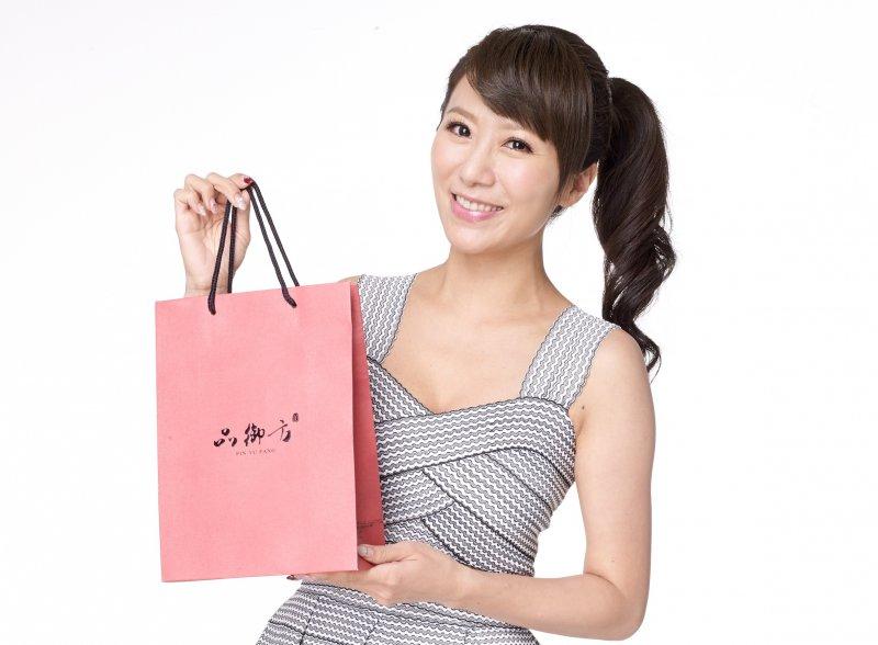 身為台灣好媳婦的李佩甄表示,每一年的中秋節都是為家人準備健康的品御方燕窩養生禮盒。(圖/品御方提供)