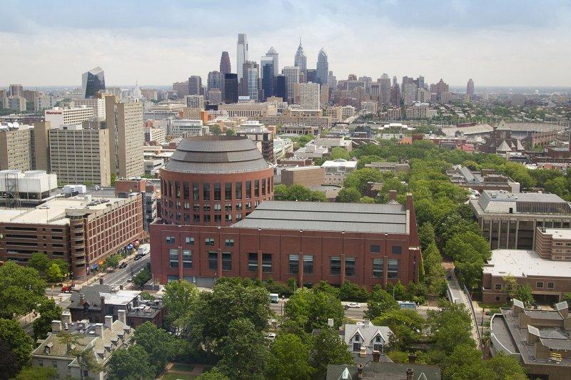 華頓商學院主建物。(維基百科)
