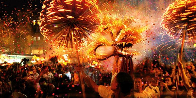 百年傳統的大坑火龍飛舞穿梭(圖/香港旅遊局)