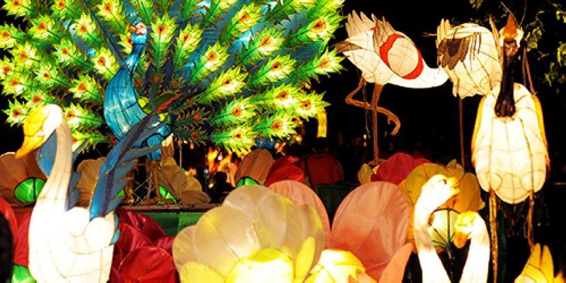 香港各地也舉行中秋綵燈會,其中以維多利亞公園的中秋綵燈會規模最大(圖/香港旅遊局)