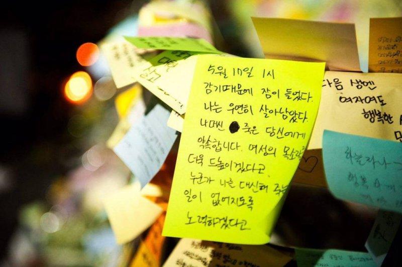 韓國發生江南仇女殺人事件,民眾前往江南站 10 號出口張貼便利貼牆希望激起社會意識。