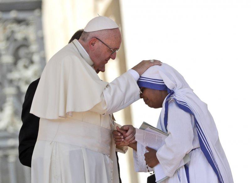 德蕾莎修女於9月4日受教宗方濟各冊封為聖人。(美聯社)